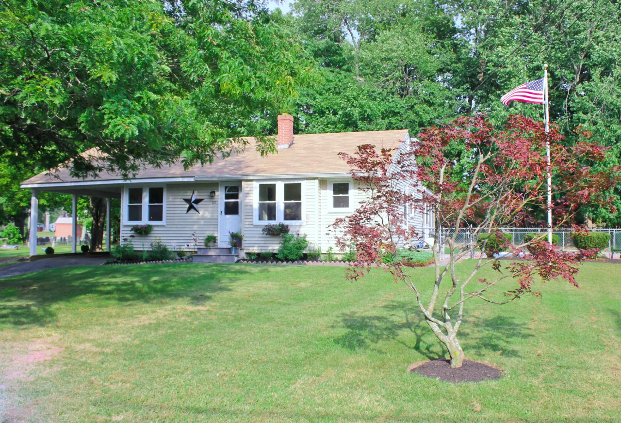 Townsend Home, MA Real Estate Listing
