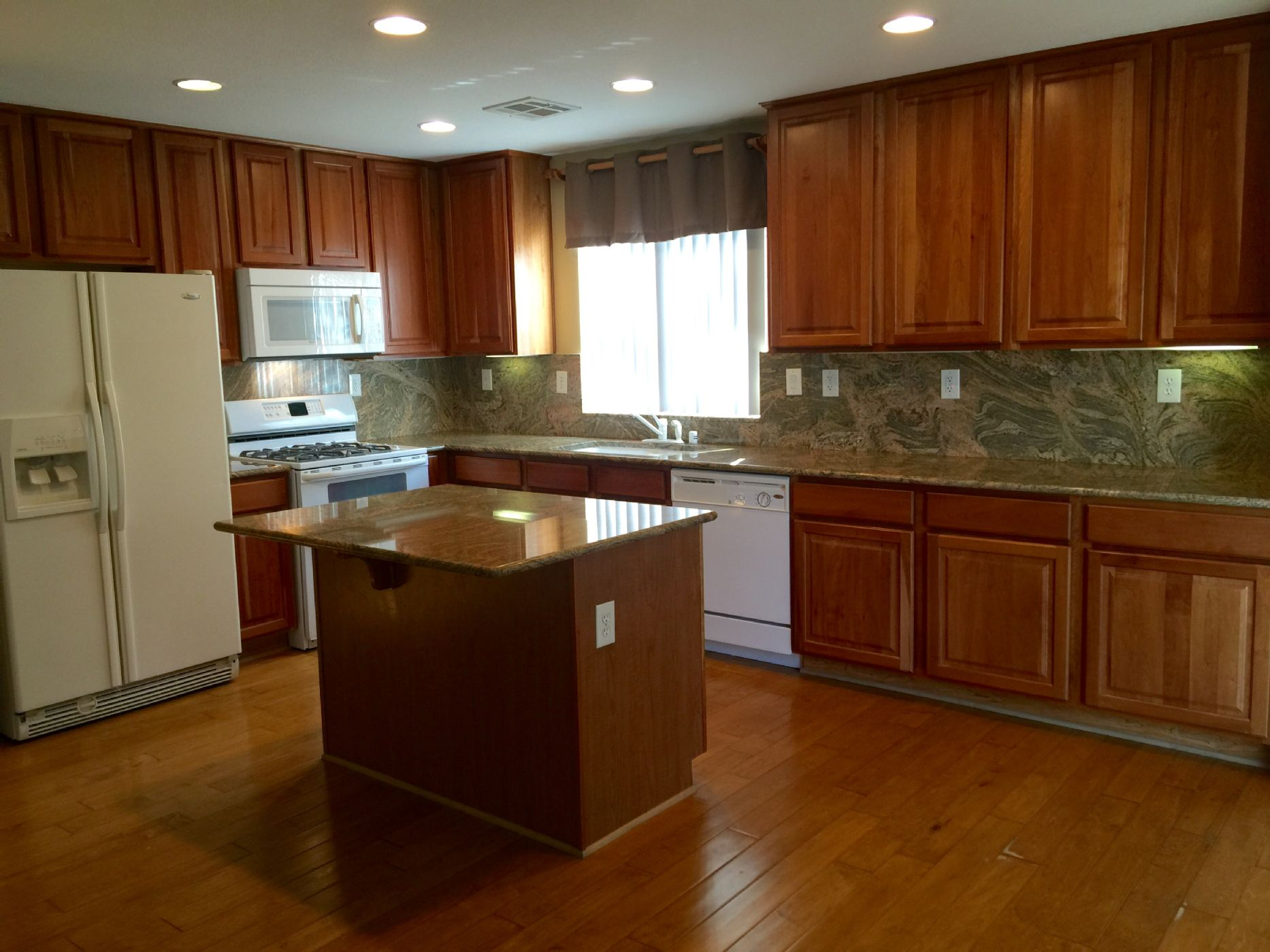 FORMER MODEL HOME in MOUNTAIN S EDGE FOR RENT. FORMER MODEL HOME in MOUNTAIN S EDGE FOR RENT   7944 AVALON VALLEY