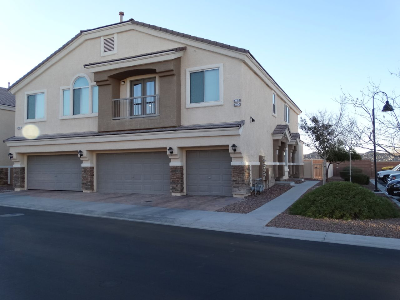 Gated Aliante Townhome with Community Pool - 6733 LOOKOUT LODGE LN, North Las Vegas NV