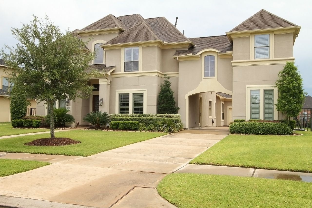 Fantastic Property w/Infinity Pool on the Lake - 8107 CATALINA ISLAND DR, Katy TX