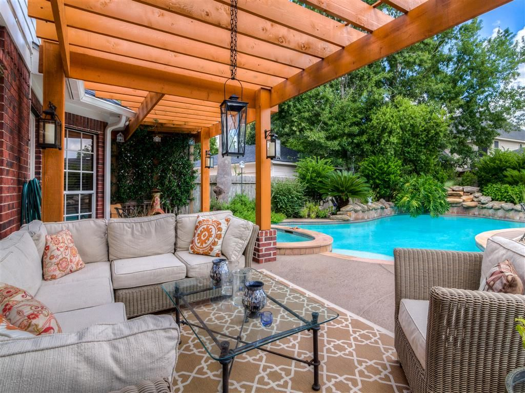 Cinco Ranch Beauty With Oasis Style Back Yard