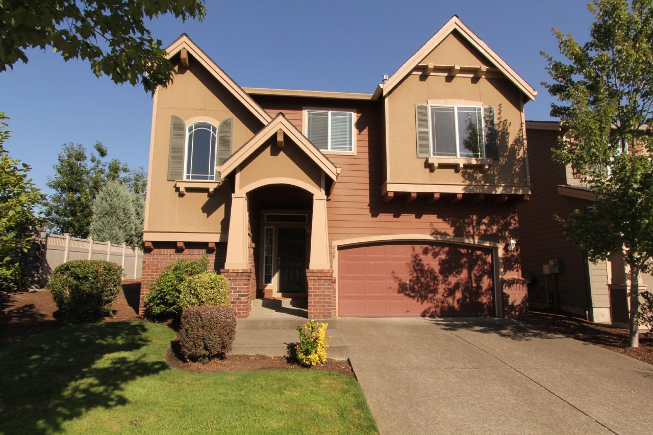 Newberg Home, OR Real Estate Listing