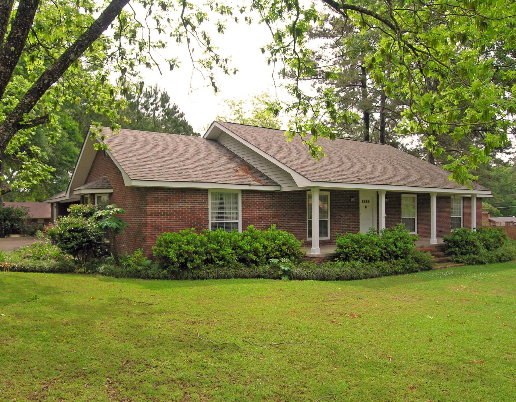 McComb Home, MS Real Estate Listing