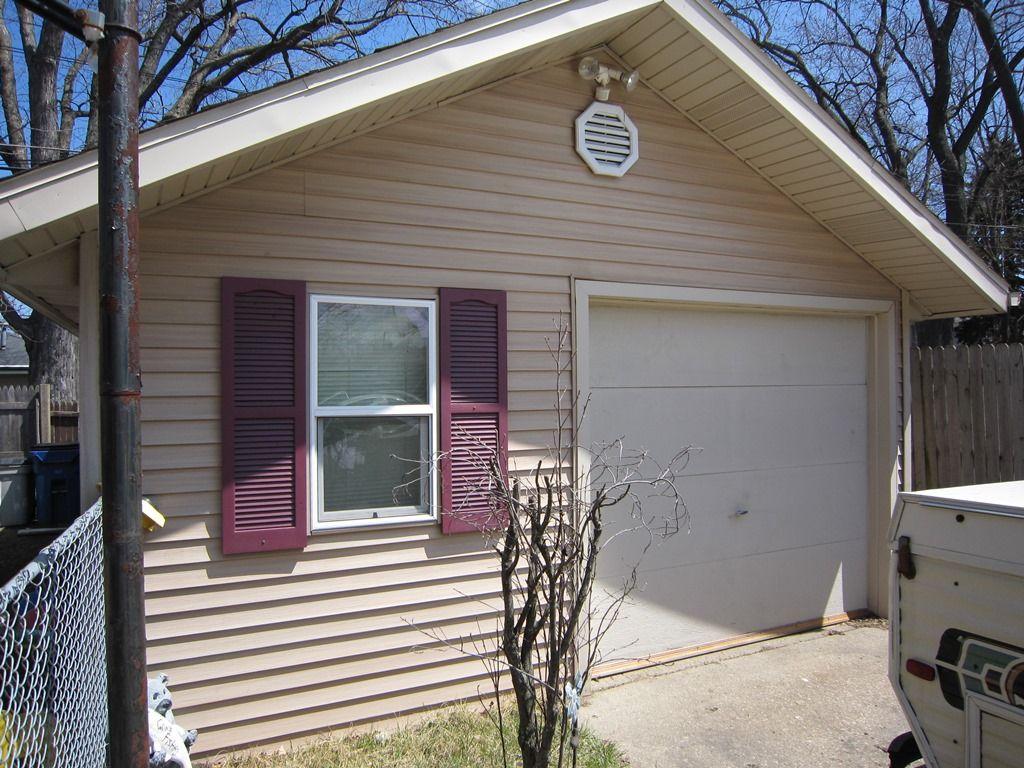 3 Bedroom 2 Bath Ranch in Racine! - 215 Island Ave, Racine WI