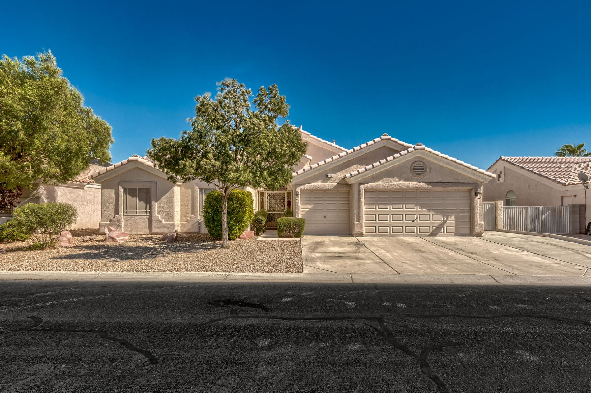 highly upgraded 4br 3 car garage pool home with rv parking in