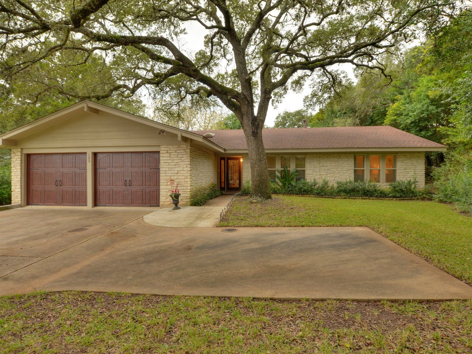 West Lake Hills Home, TX Real Estate Listing