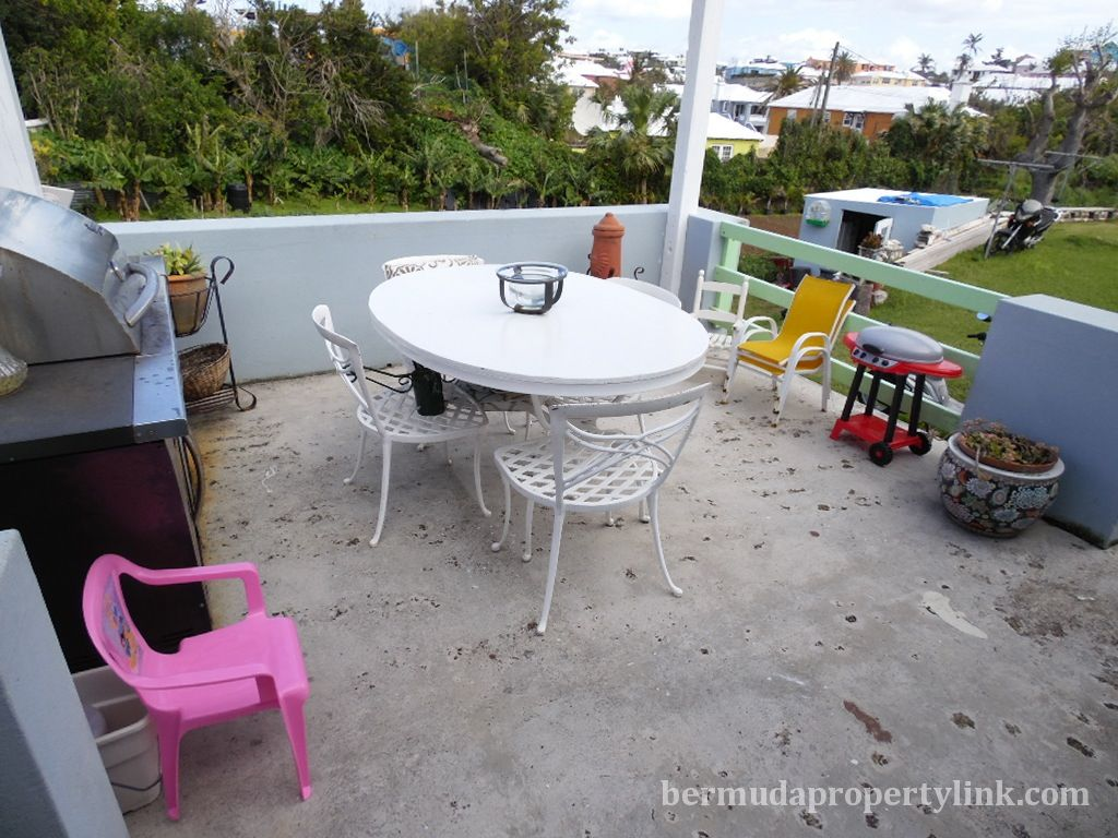 NEW PRICE REDUCTION !!! STAND ALONE 1 BEDROOM COTTAGE WITH APT FOR
