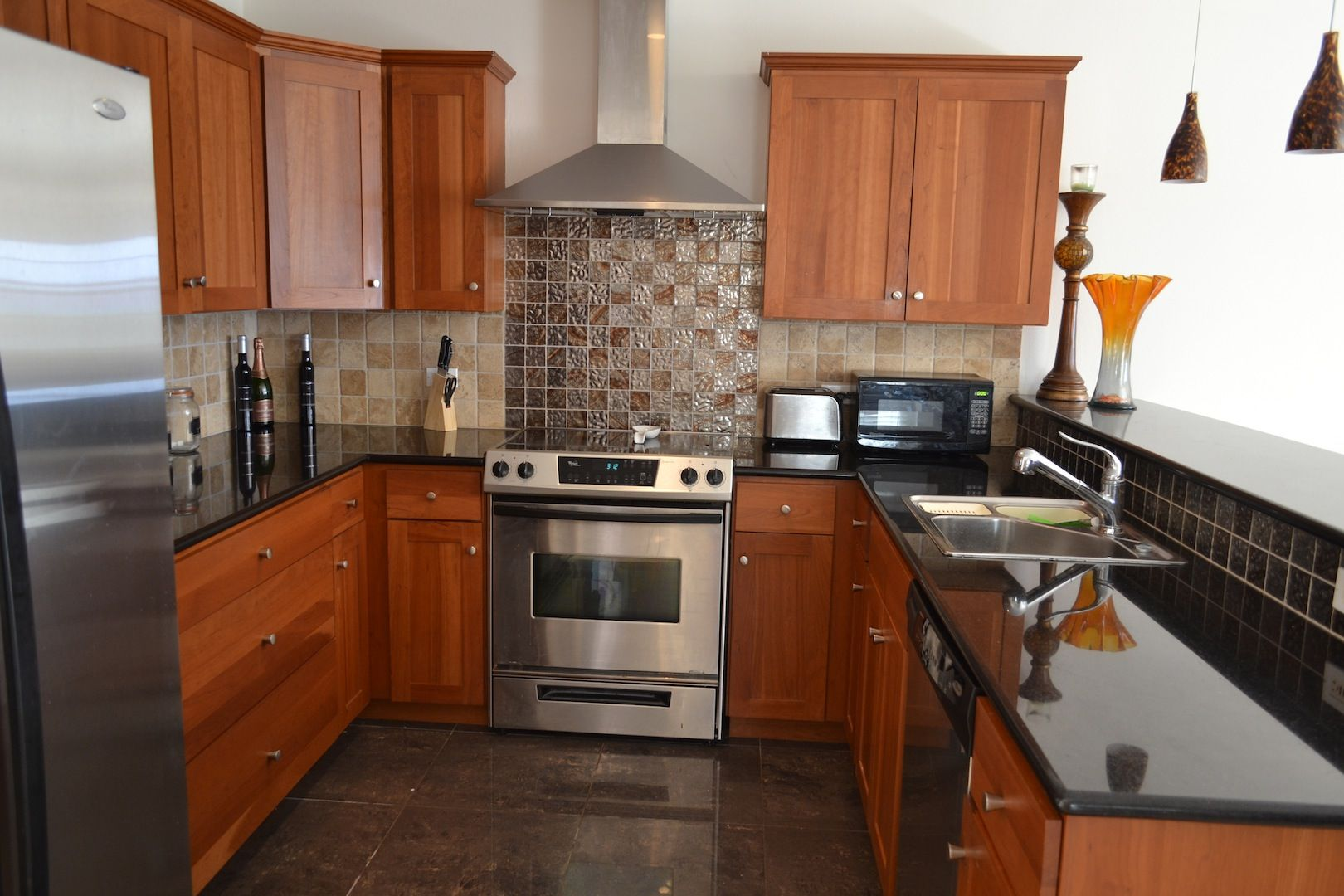 EXECUTIVE 1 BED 1BATH PRIVATE APT WITH VIEWS IN DEVONSHIRE