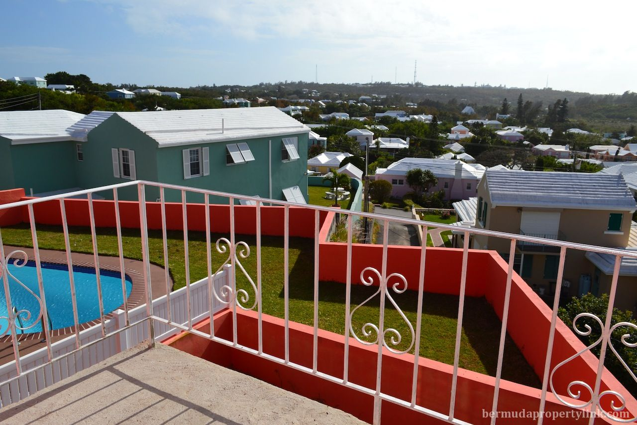 SPACIOUS FURNISHED ONE BEDROOM APT IN DEVONSHIRE $1,500