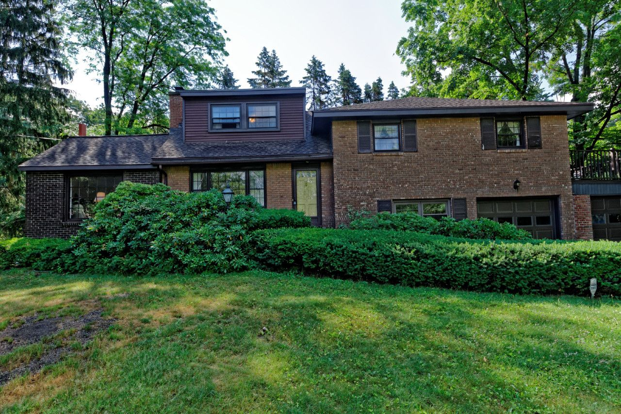 Latham Home, NY Real Estate Listing