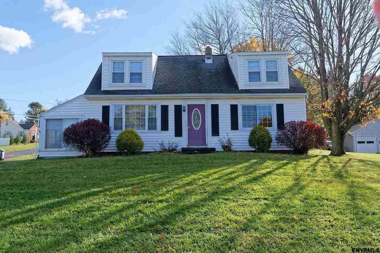 North Greenbush Home, NY Real Estate Listing