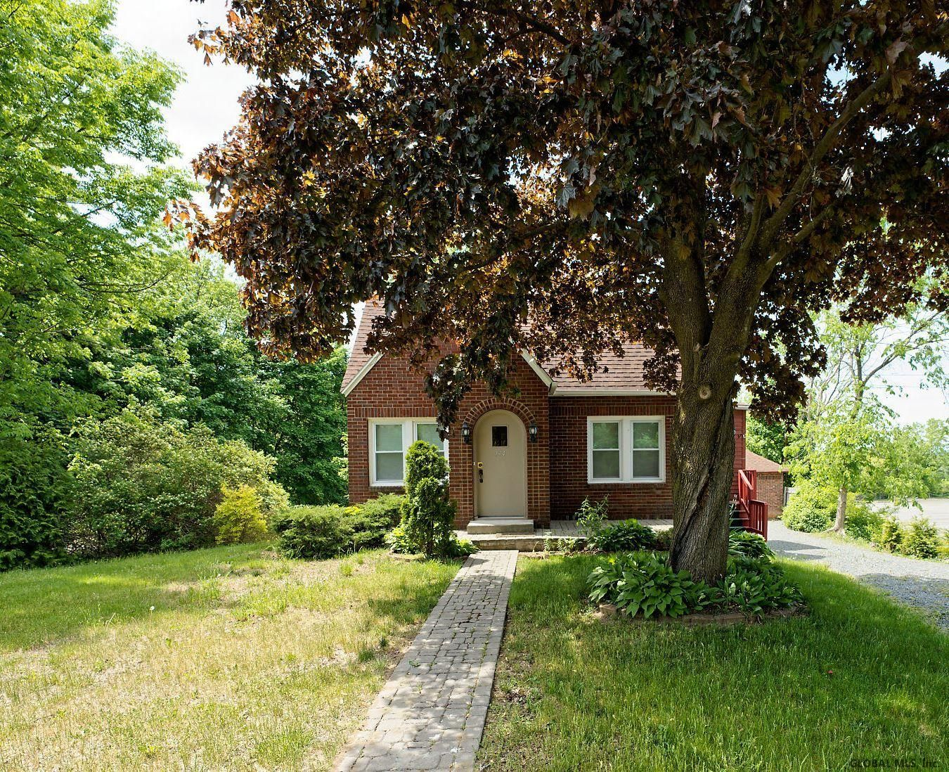 North Greenbush Home, NY Real Estate Listing