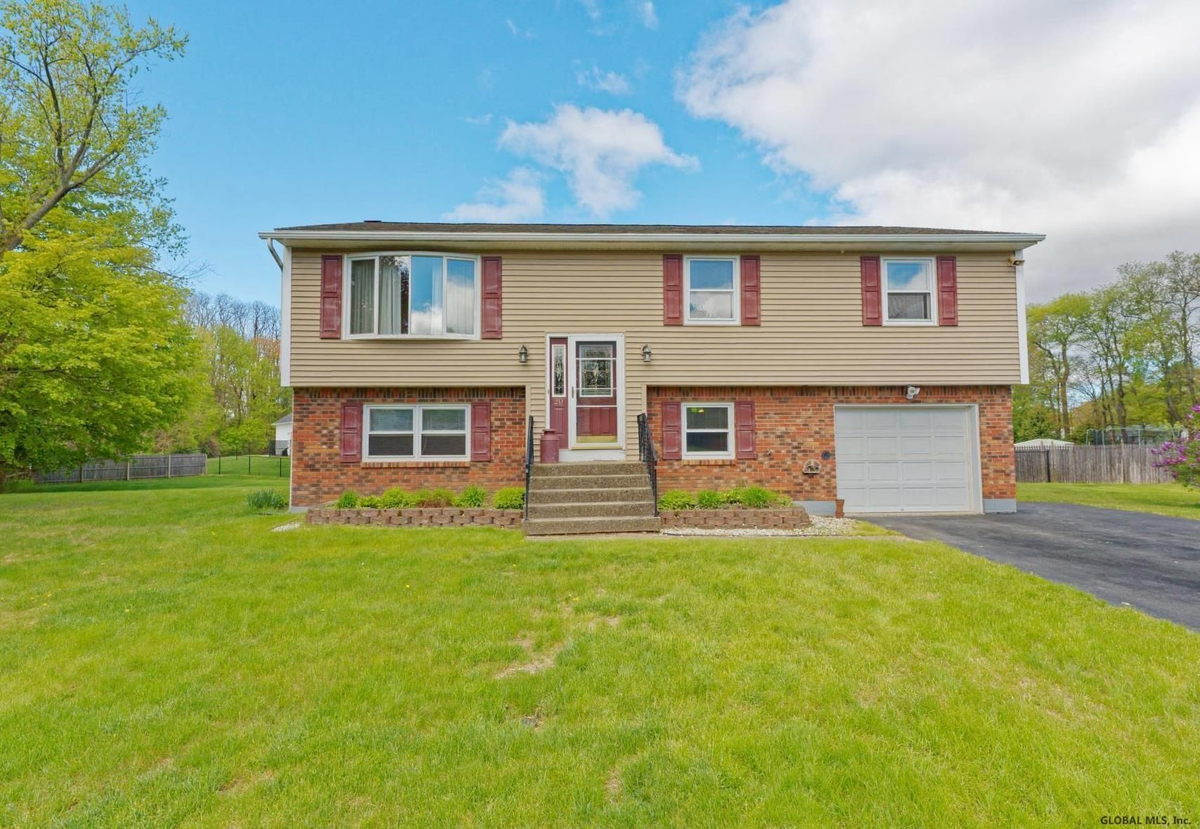 Colonie Home,  Real Estate Listing