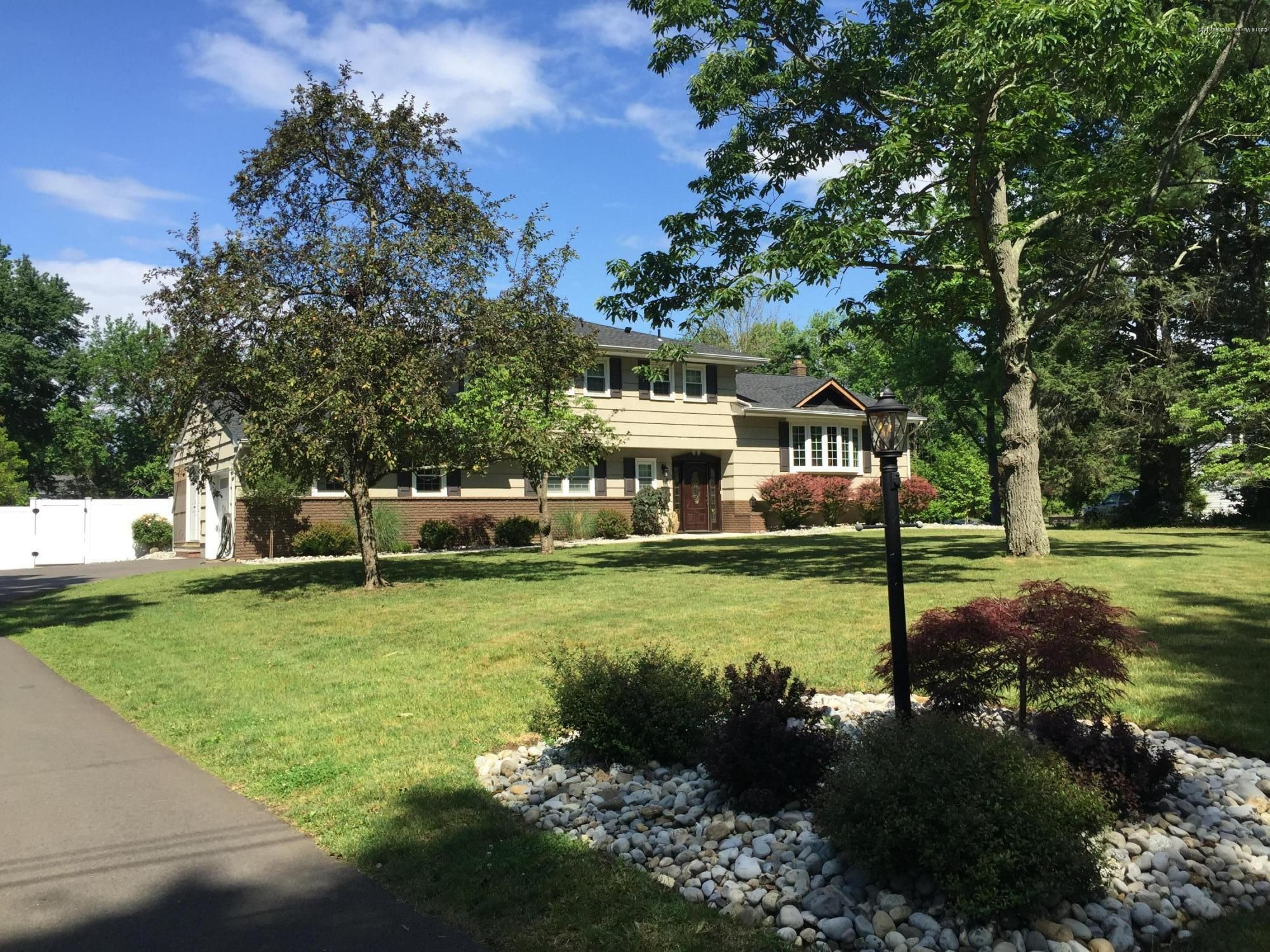Lincroft Home, NJ Real Estate Listing