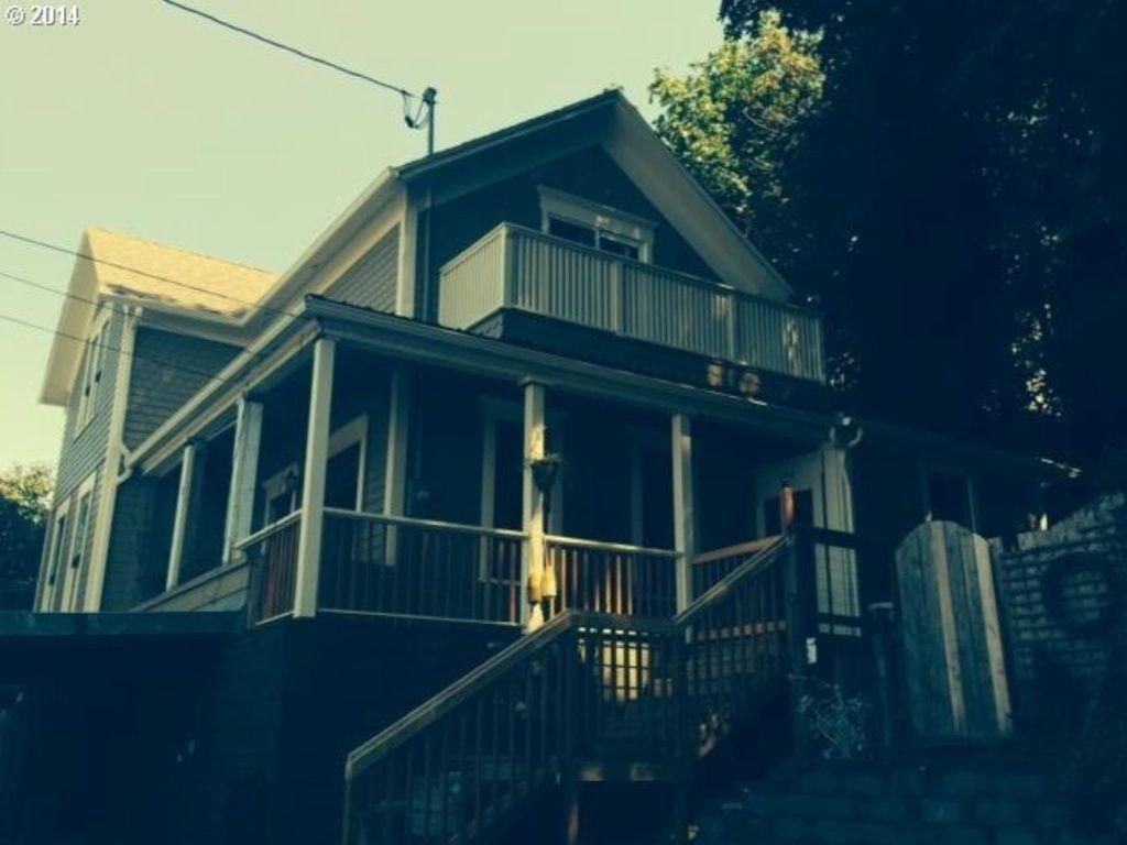 Astoria Home, OR Real Estate Listing